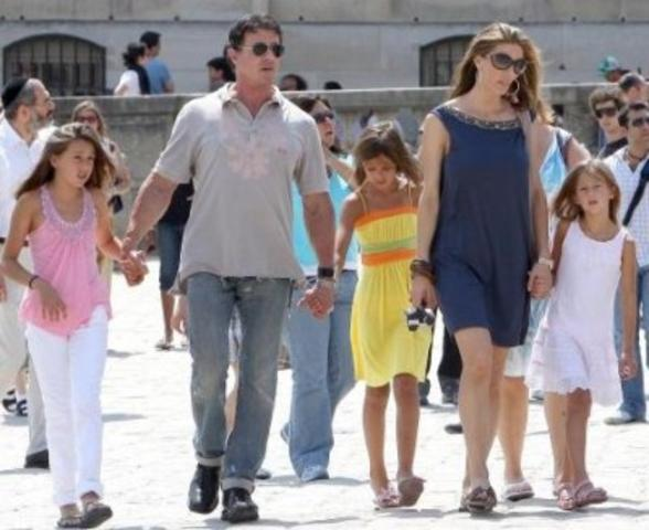 stallone-family_a_588x480