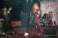 https://web.archive.org/web/20121104063500im_/http://www.motorcityrock.com/bands/tyrant_2/images/tyrant_2_live_01a.jpg