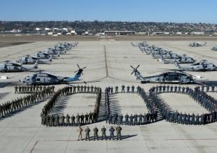 美军直升机中队摆拍 庆17万小时无大事故