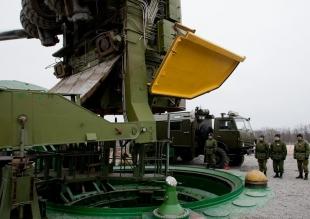 俄曝光白杨-M导弹发射井装填全程