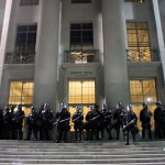 Alameda County Sheriff's Deputies and UC Police protect Sproul Hall. (CALIFORNIA BEAT PHOTO)