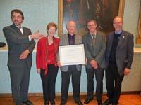 Ernest Callenbach (Mitte) mit Frau Christine Leefeldt und den Professoren Hochbruck, Kortmann und Stadelbauer der Uni Freiburg