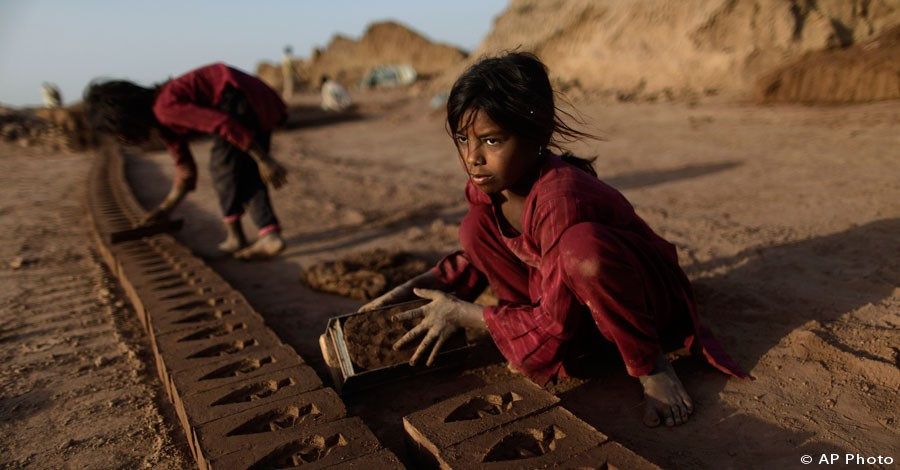 Girl, 7, works in a brick factory on the outskirts of Islamabad, Pakistan, June 12, 2012. [AP File Photo]