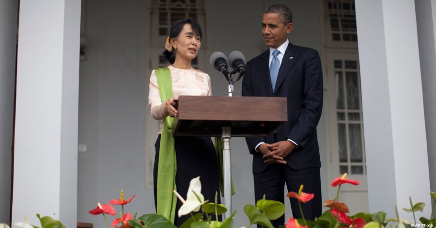 U.S. President Barack Obama and Daw Aung San Suu Kyi speak to the press at her residence in Burma, Nov. 19, 2012. [AP File Photo]