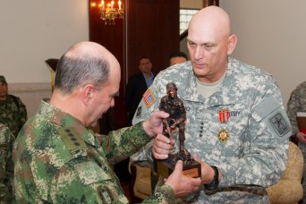 Odierno Meets with Colombian Army Chief of Staff