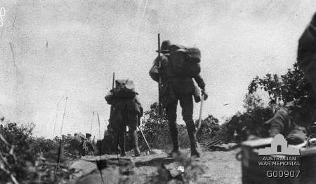 Australian troops going into action across Plugge's Plateau, 25 April 1915. G00907
