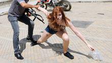 Diese Protestaktion brachte Josephine Witt in Tunesien für vier Monate ins Gefängnis.