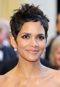halleberry 208x300 Magic or Massage   How do celebrities get rid of stretch marks?