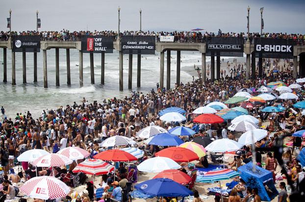 A praia estava lotada para a finalíssima. (foto: ASP/Rowland)