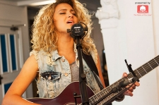 Tori Kelly Live: Watch Her Acoustic Tastemakers Performance and Q&A