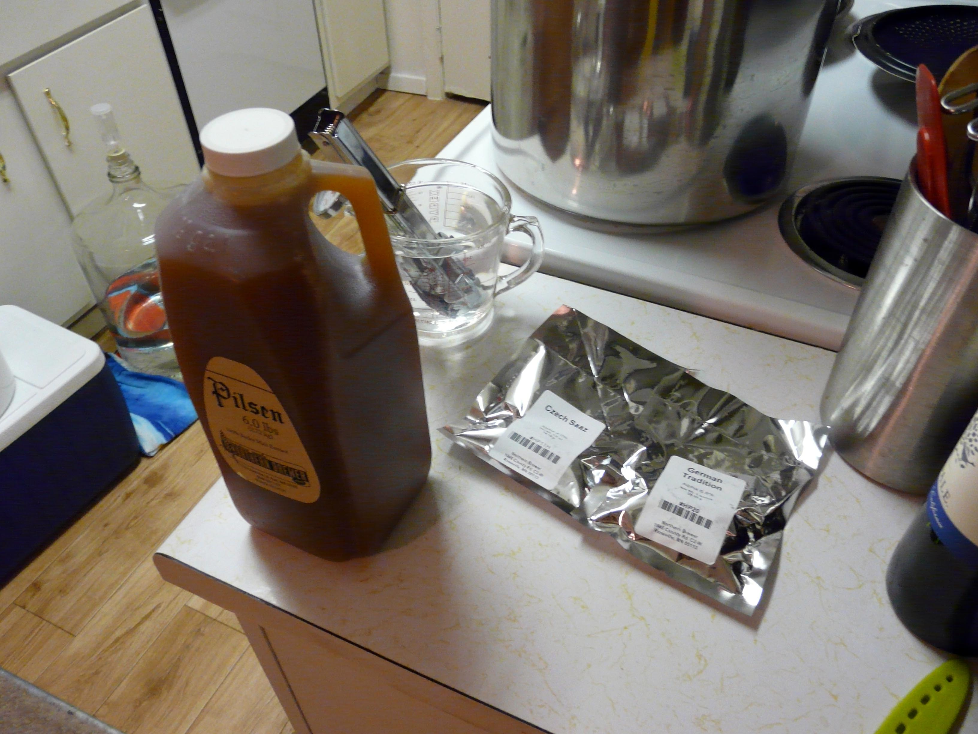 Liquid malt extract and vacuum-packed hops