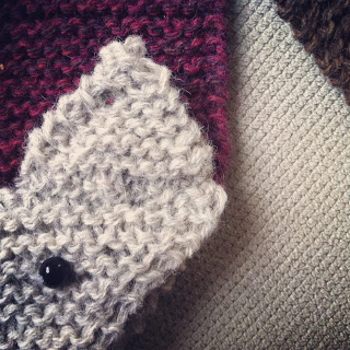Knitted fox, free pattern from Meraki by Trine Kok