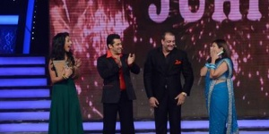 """Bigg Boss"" winner Juhi Parmar (R) with Bollywood actors Sanjay Dutt and Salman Khan. Runner-up Mahek Chahal is on the left. COLORS TV Handout"
