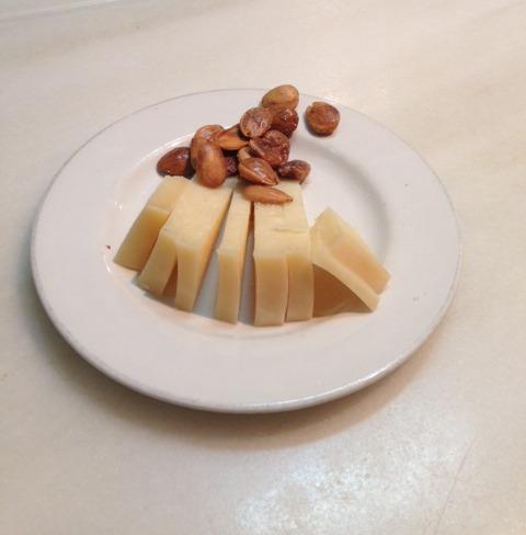 גבינה.jpg