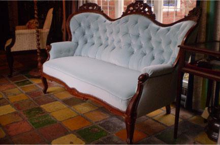 antieke sofa na de restauratie