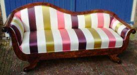 antieke sofa opnieuw bekleed met zijde