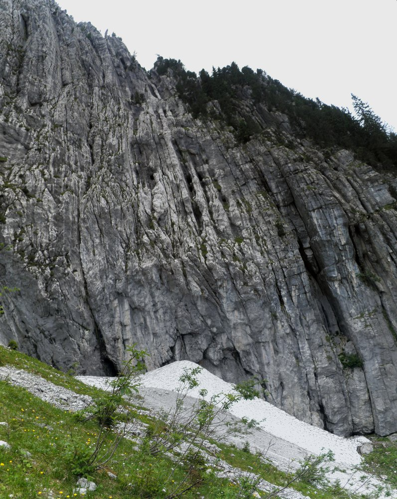 Cliff at Lac Benit