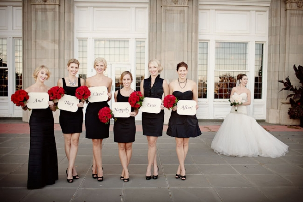 bridesmaids-black-and-white-dresses-red-bouquets
