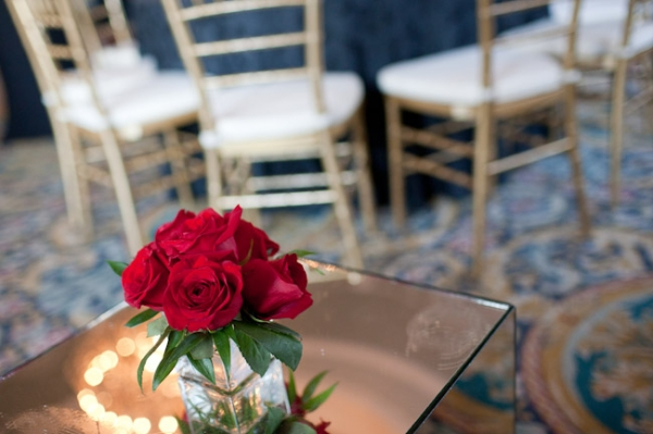 red-centerpiece-roses-low