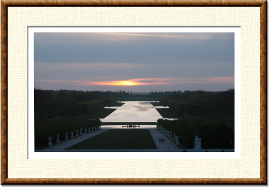 To photograph the sunset on the Grand Canal in Versailles