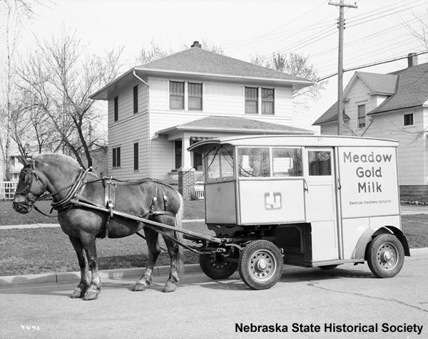 Beatrice Creamery Company milk wagon, 1942