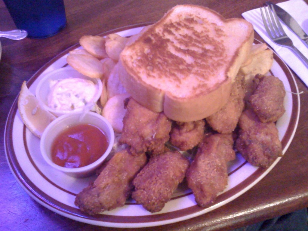 Fried Oysters with Chips and Garlic Bread