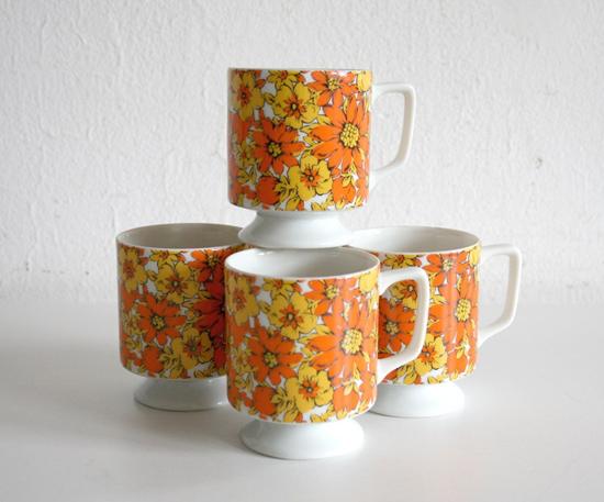 vintage daisy mugs