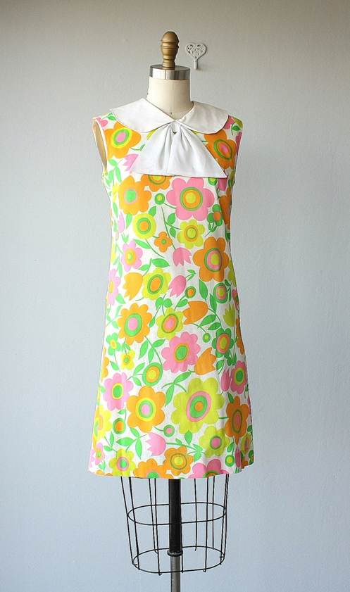 60s peter pan floral dress