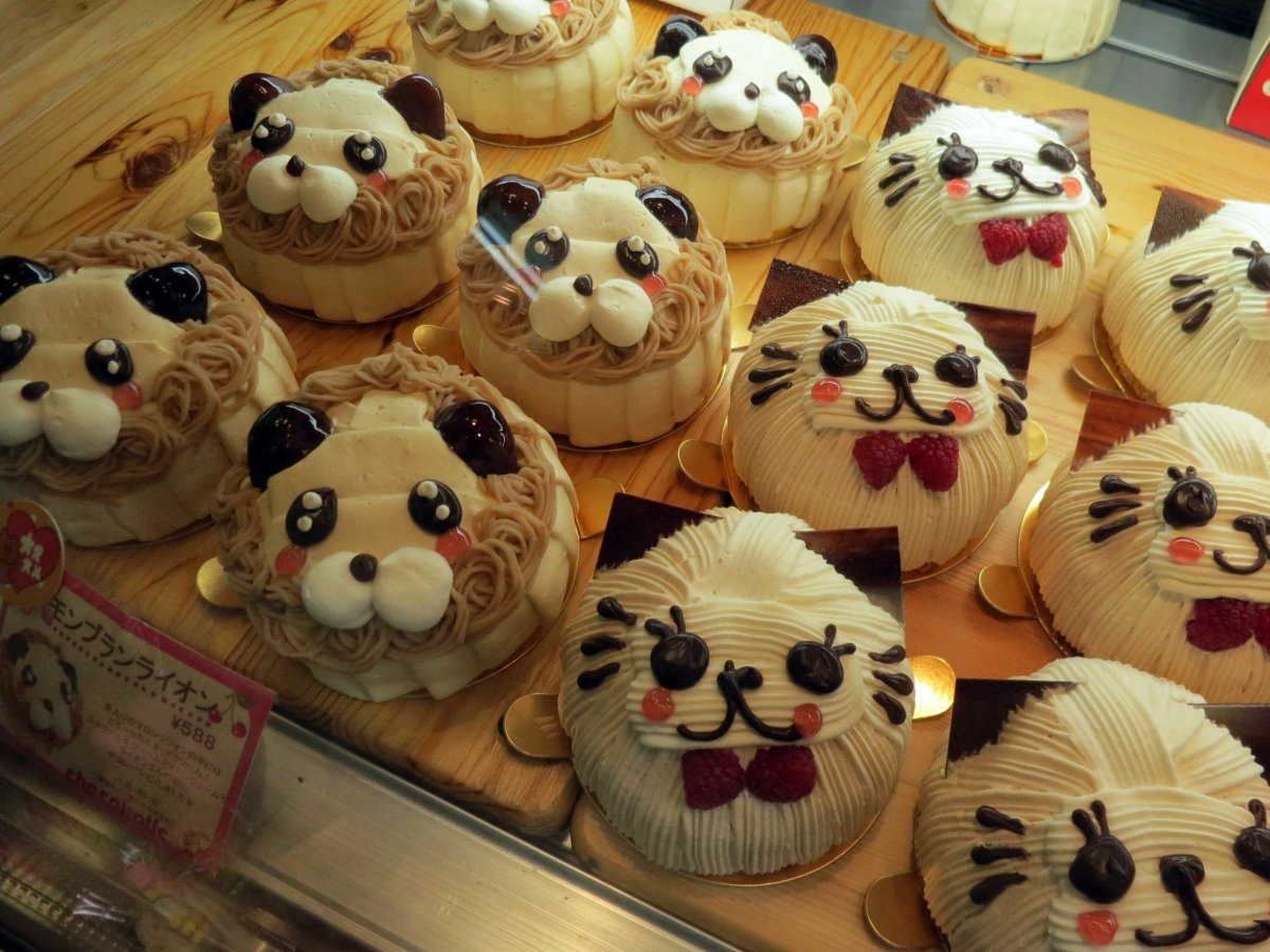 These cakes, from Swimmer in Shinjuku Studio Alta, are too cute to eat.