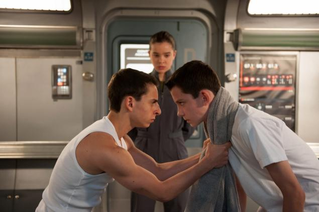 Moises Arias (l.) and Asa Butterfield face off (Hailee Steinfeld, rear) in 'Ender's Game.'