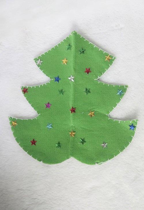 hoabtt2011122310612702 3 Cách làm cây thông Noel bằng vải nỉ treo cửa