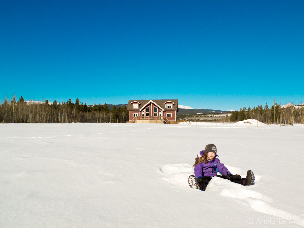 bed-and-breakfast-canada-takhini_river_lodge_eugenie_neige_assises