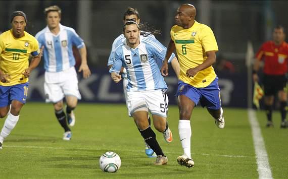 Kléber e Ronaldinho - Brasil x Argentina ( Foto: Rafael Ribeiro/Central de Fotos CBF)