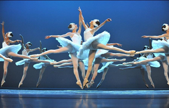 "Ballet dancers from Russia perform ""Swan Lake"" in Jinan"