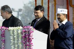 Lt General Najeeb Jung (left) administers the oath of office to Arvind Kejriwal as new Chief Minister of Delhi, during the swearing in ceremony, at the Ramlila Maidan in New Delhi on Saturday. Photo: Shanker Chakravarty