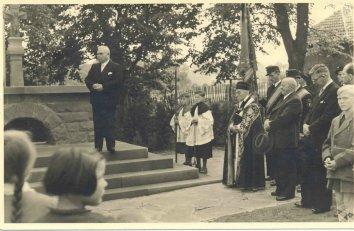 Einweihung des Ehrenmals 1953