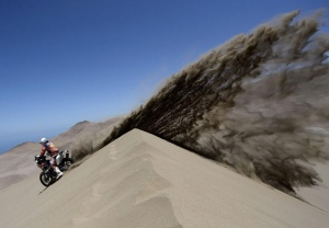 Spain's Jordi Viladoms rides his KTM motorcycle during the ninth stage of the Dakar Rally 2014, from Calama to Iquique, January 14, 2014.           REUTERS/Franck Fife/Pool