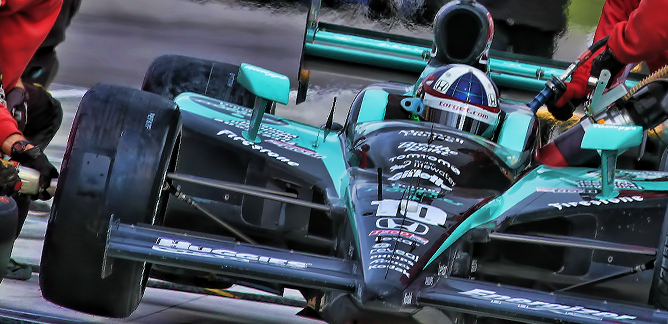 Dario Franchitti gets a Helping hand at Kentucky Indy 300