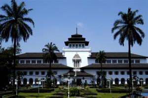tempat wisata bersejarah menarik di indonesia yang populer dan beken di mata pelancong