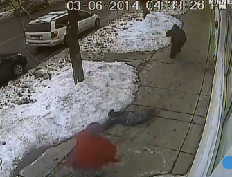 Man Punches 8-year Old Kid then steals iPad [VIDEO]