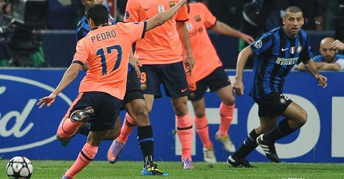 Pedro scores for Barcelona against Inter