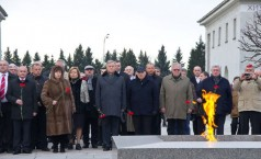 Participants honouring the memory of the victims of the siege of Leningrad during WWII