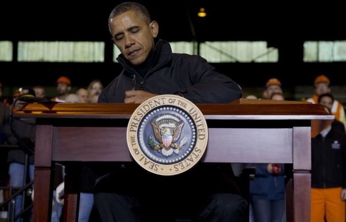 Obama is threatening to veto laws that would require him to follow the law!