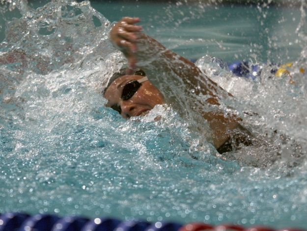 Amy Van Dyken swims while winning her heat of the 50M freestyle semi-final at the US Olympic Swimming Trials in Indianapolis,  Tuesday night , August 15, 2000.  (Smiley N. Pool/ Chronicle) 08/15/00 Photo: SMILEY N. POOL, HOUSTON CHRONICLE / HOUSTON CHRONICLE