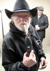 Willie Nelson Vaping the NO2