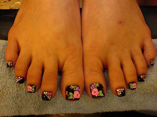 рисунок на ногтях ног - узор для педикюра