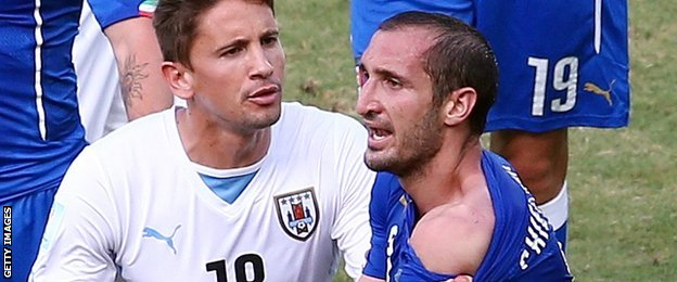 Giorgio Chiellini attempted to show the referee the marks on on his shoulder after clashing with Suarez