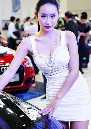 车展看香车美女和夸张的拍客
