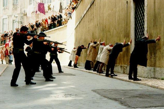film-revolution-oeillets-capitaines-d-avril