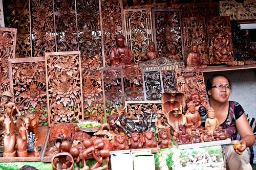 фигурки из дерева в бали